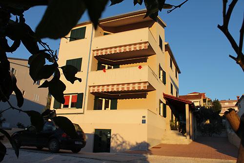Ferienhaus Tina in Okrug Gornji