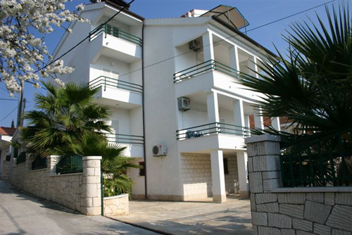 Ferienhaus Veljko in Okrug Gornji